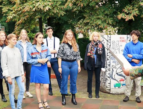 Sichtbar, anerkannt und wichtig: Staatskanzlei-Chefin Schneider ehrt Jugendforum Falkensee für ehrenamtliches Engagement