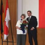 Ministerpräsident a.D. Matthias Platzeck mit Annemarie Rettig
