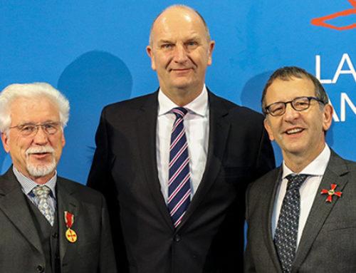 Naturwissenschaftler im Dienst des Gemeinwohls – Woidke überreicht Bundesverdienstorden an Lothar Karl Heinz Adam und Markus Antonietti