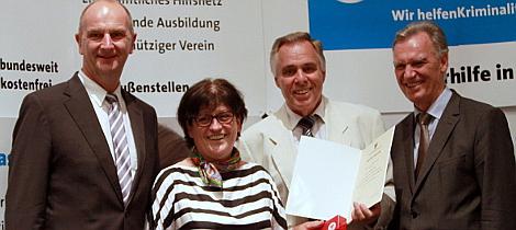 Ehrenamtler des Monats August 2013 Herr Jürgen Lüth mit Urkunde