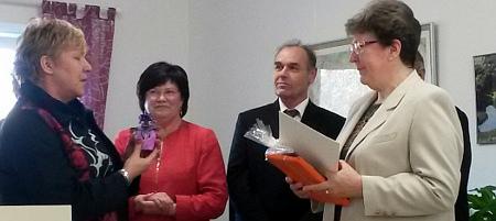 v.l.n.r.:  MdL Elisabeth Alter, Renate Wels, Bürgermeisterin der Gemeinde Steinhöfel, Staatssekretär Rudolf Zeeb und die Ehrenamtlerin des Monates Fr. Dr. Christel Fielauf