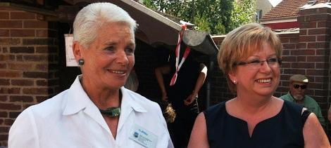 Ehrenamtlerin des Monats Gisela Bölke (li) und Abteilungsleiterin in der Staatskanzlei Birgit Gidde (re)