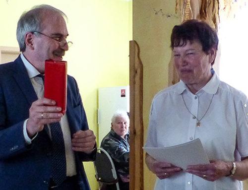 """""""Das Leben vieler Menschen sinnvoller und schöner gemacht"""" – Seniorenchorleiterin Christa Brunnemann wird Ehrenamtlerin des Monats"""