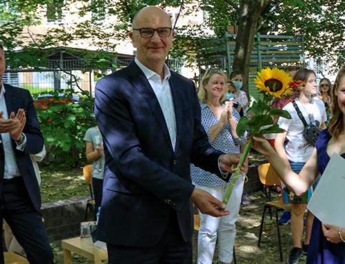 """""""Teamplayerin mit scharfem Verstand"""" – Woidke zeichnet Mathilda Thiele als """"Ehrenamtlerin des Monats"""" Juni aus"""