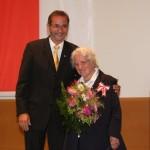Ministerpräsident a.D. Matthias Platzeck mit Elisabeth Jäger