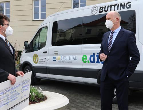 Ministerpräsident unterstützt Kauf eines Gemeindebusses für uckermärkisches Pfarramt