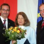 Ministerpräsident a.D. Matthias Platzeck mit Gisela Otto