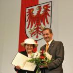 Ministerpräsident a.D. Matthias Platzeck mit Helga Luther