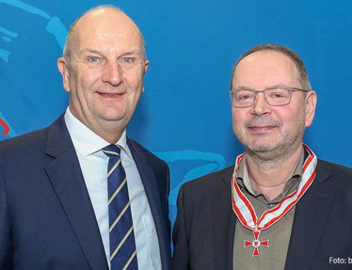 Einer für alle – Woidke zeichnet ehemaligen Bombardier-Betriebsratschef Michael Wobst mit Landesverdienstorden aus