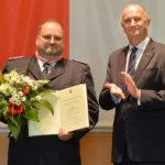 Landesordensträger Siegfried Jörg Fischer mit Ministerpräsident Dietmar Woidke, Foto Oliver Lang
