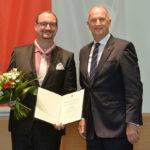 Landesordensträger Torsten Karow mit Ministerpräsident Dietmar Woidke, Foto Oliver Lang