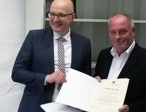 """Die Erinnerung an die NS-Zeit wach halten – Uwe Dannhauer ist """"Ehrenamtler des Monats"""" September"""