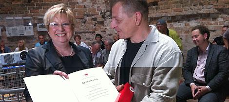 Ehrenamtler des Monats Juni 2013 Lars Wilhelm erhält die Dankesurkunde