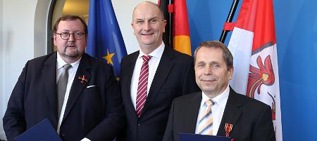 Verleihung Verdienstorden der Bundesrepublik Deutschland an Rabbiner Prof. Walter Homolka (li) und Dr. Michael Haidan, Foto brandenburg.de