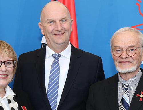 Woidke überreicht Verdienstorden an  zwei engagierte Brandenburger