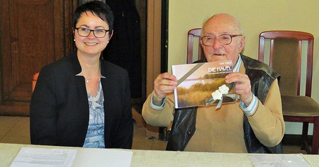 Würdigung Herr Günter Redlin durch Frau Annett Jura, Foto Stadt Perleberg